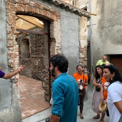 La Strada con Pazzano sindaco abbraccia Riace e Mimmo Lucano con Beatrice Brignone, segretaria nazionale di Possibile